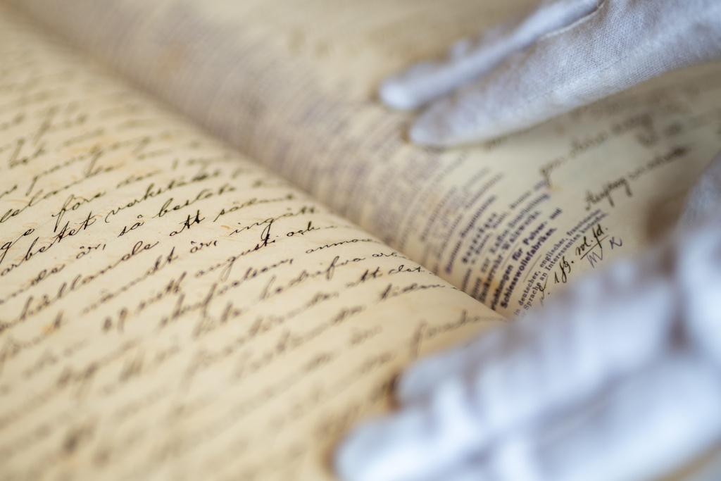 Trelleborgs kommunarkiv bevarar handlingar som ett minne i framtiden. Handlingarna är en del av kulturarvet och till arkivet kan du vända dig för att ta del av både historiska dokument och nyare handlingar.
