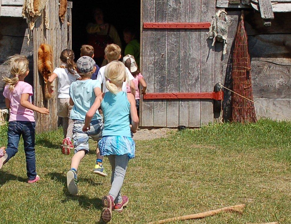 Barn som springer