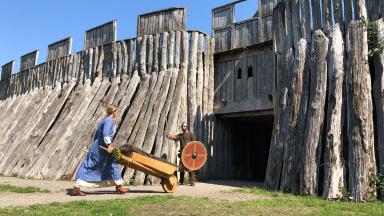 Trelleborg har anor från vikingatiden och idag är den rekonstruerade ringborgen från Harald Blåtands dagar en av de stora sevärdheterna.