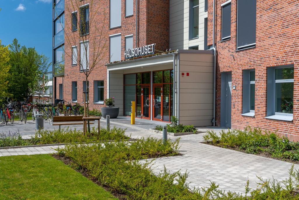 Hälsohuset öppnade i januari 2020 och ligger i den norra delen av lasarettsområdet i Trelleborg.