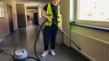 Sommarjobbet på lokalvårdsavdelningen och Liljeborgsskolan har fått Gustav Eklind att inse hur mycket arbete som krävs för att hålla en skola ren.