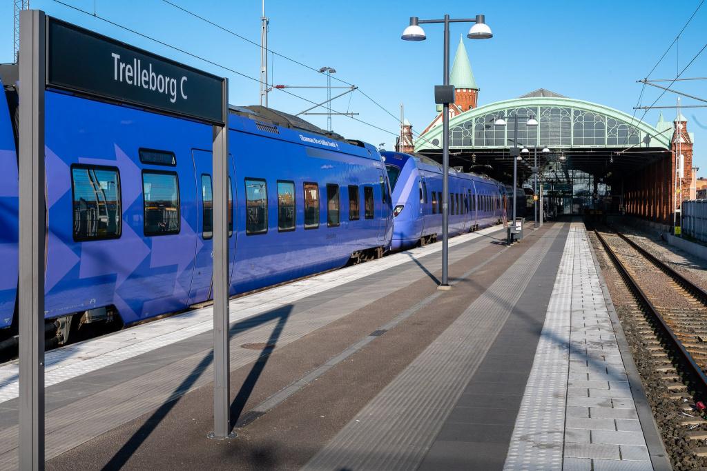 Med pågatåg kan du resa enkelt, snabbt och bekvämt i hela Skåne och göra smidiga byten för resor till övriga Sverige och till Danmark.