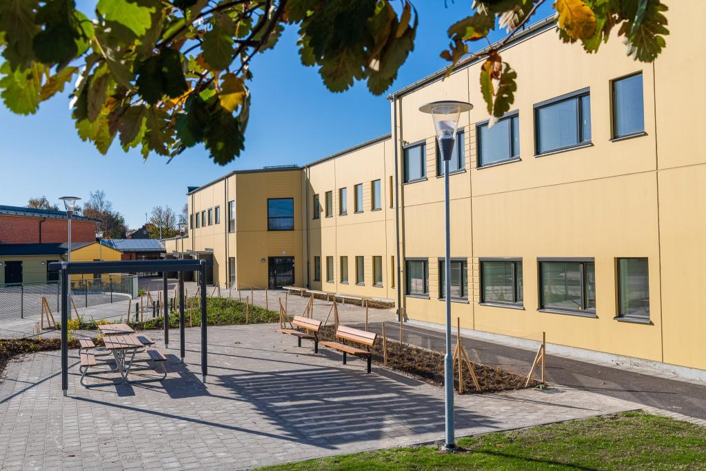 Skegrie skola ligger i den västra delen av Trelleborgs kommun. På skolan går cirka 300 elever i årskurs F-6.