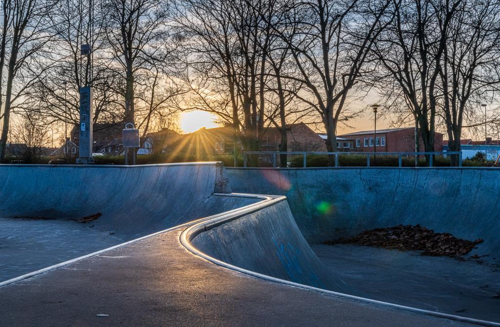 Du kan åka skateboard, inlines och sparkcykel i skateboardanläggningen i Generationsparken.