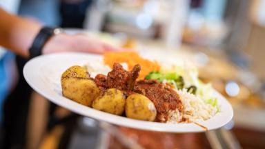 Måltidsavdelningen ansvarar för måltider inom förskolor och skolor.