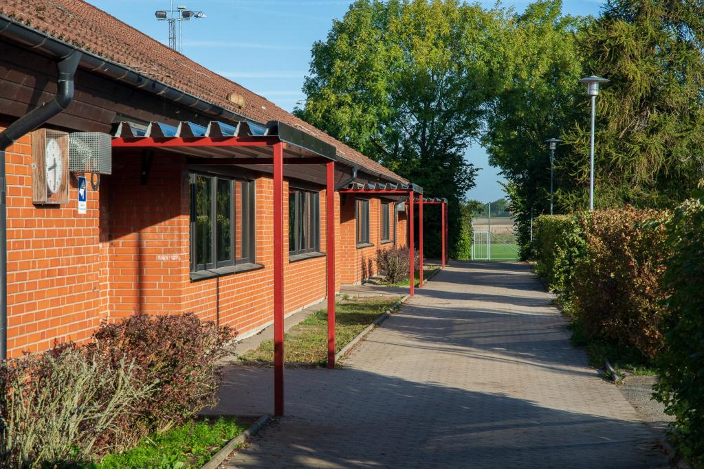 Smygeskolan ligger i Smygehamn och på skolan går cirka 220 elever i årskurs F-6.