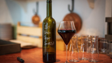 Vinflaska och vinglas