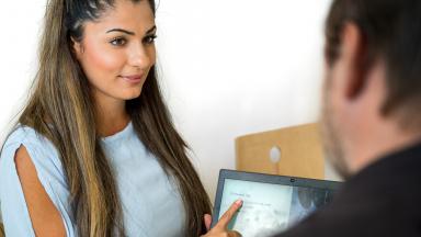 Boka en tid hos oss, våra arbetsmarknadssekreterare ger dig service inom allt som handlar om dagens arbetsmarknad.