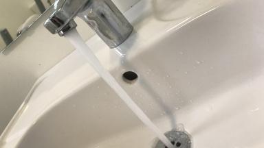 Dricksvatten rinner ur blandare