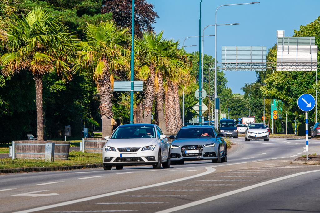 Trelleborgs kommun har ansvaret för drift och underhåll av gator och torg både i staden och i byarna. Även frågor kring trafiksäkerhet, övriga allmänna platser, salutorg, parkeringsövervakning, bidrag till enskilda vägar och kommunens gatubelysning tillhör kommunens ansvarsområde.