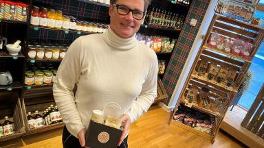 Susanne Ekstrand säljer te på Krydderiet Kummin i Trelleborg.