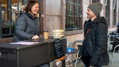 Anna Ramsby på Systrar och bönor pratar med Fredrik af Winklerfelt från Trelleborgs kommun.